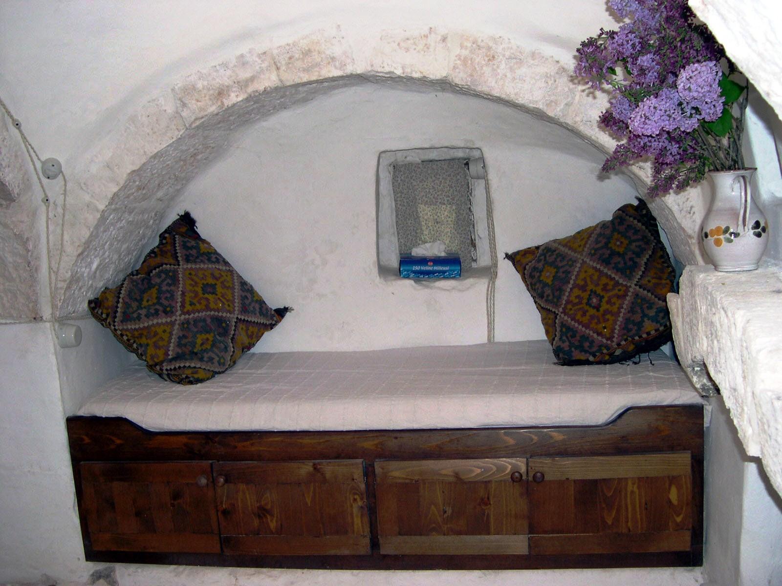 Trullo 'boat' bed