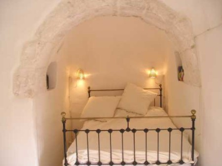 Trullo double brass bed