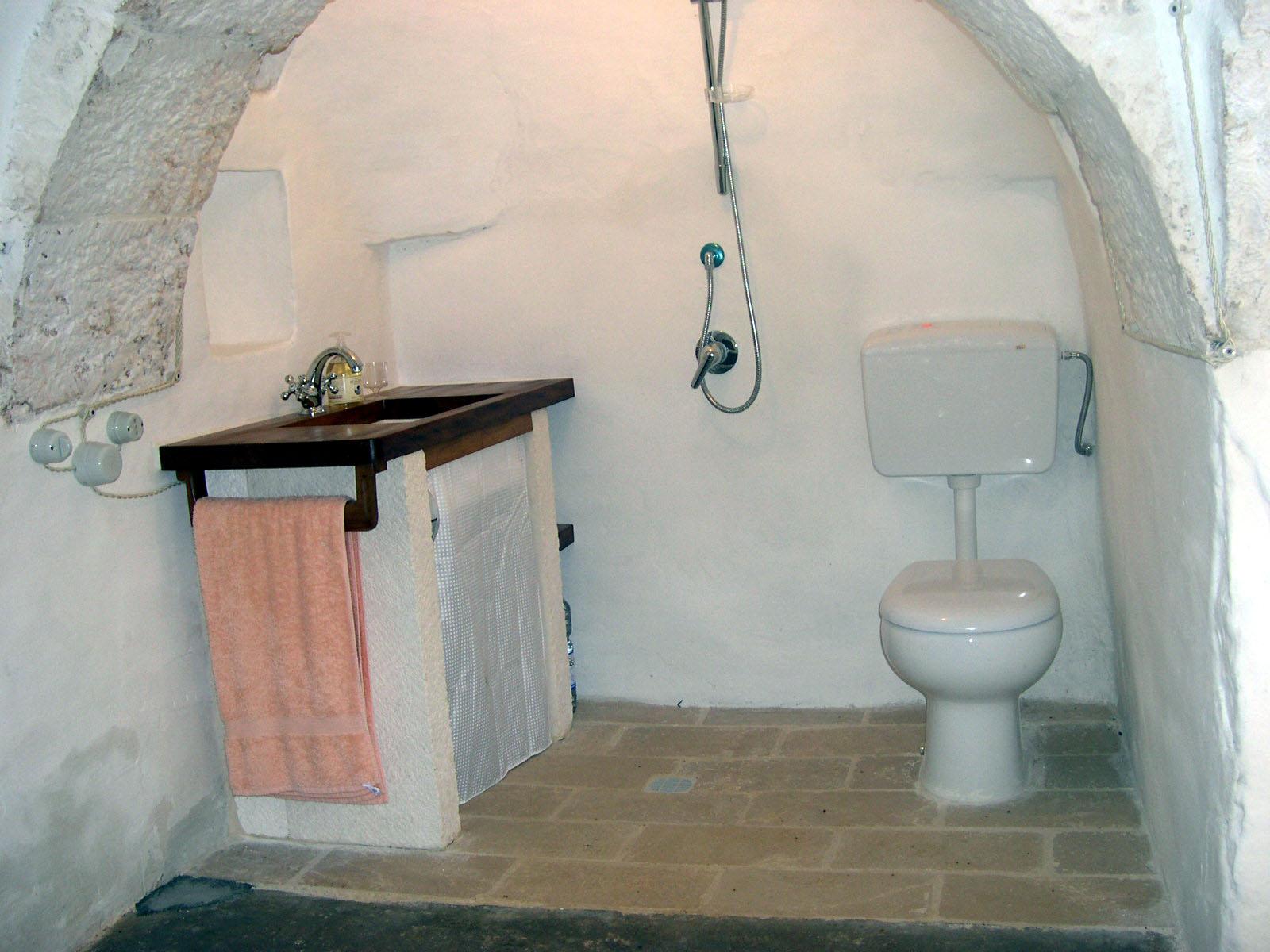 Trullo shower room