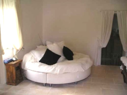 7' circular bed in Lamia
