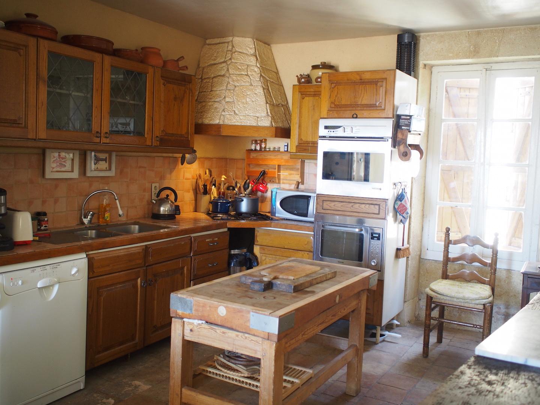 kitchen to hood.JPG