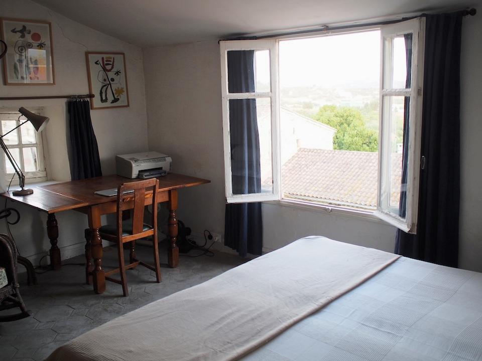 1st fl bed + desk.JPG