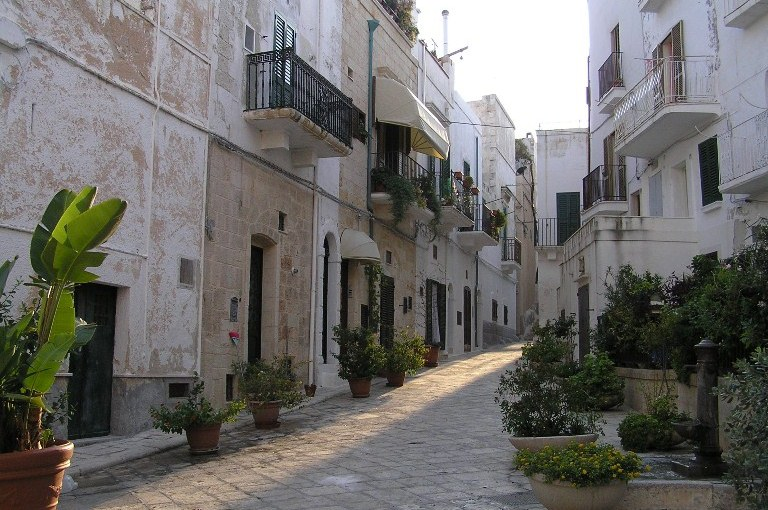 Typical-street-in-Polignano-al-Mare.jpg
