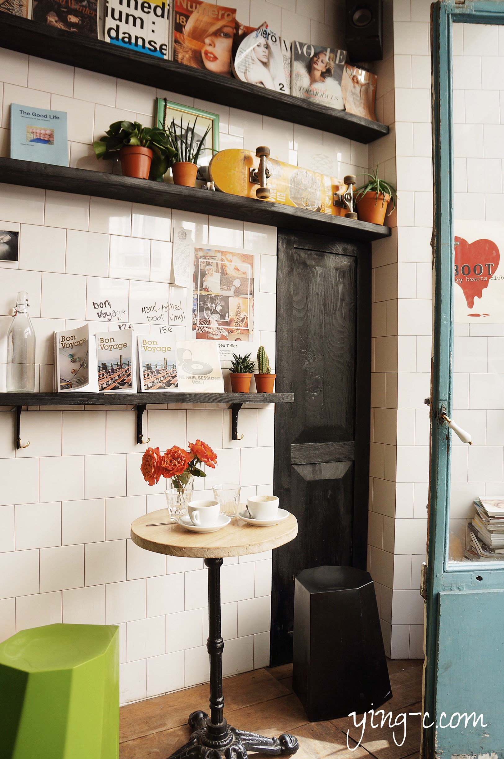 bright colors and cute details of the interiors 充滿個性與可愛細節的店內裝潢