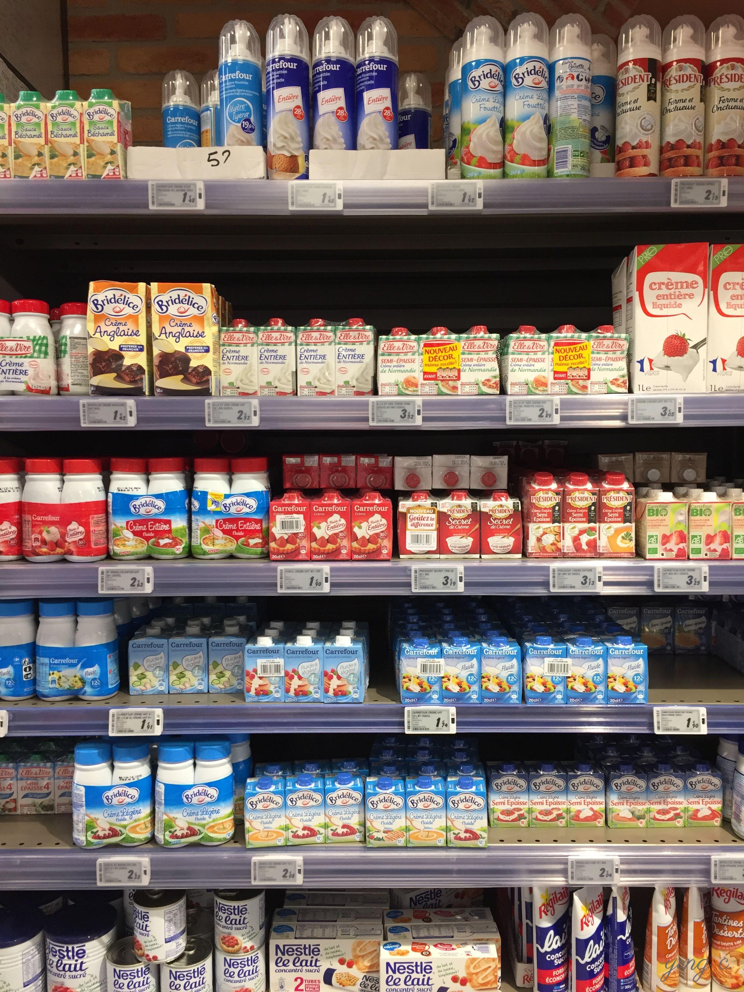 圖7. 要成功打發鮮奶油,一開始就必須選擇合適的產品。圖中為法國一般超市貨架上各式各樣的鮮奶油。(攝影:Ying Chen)