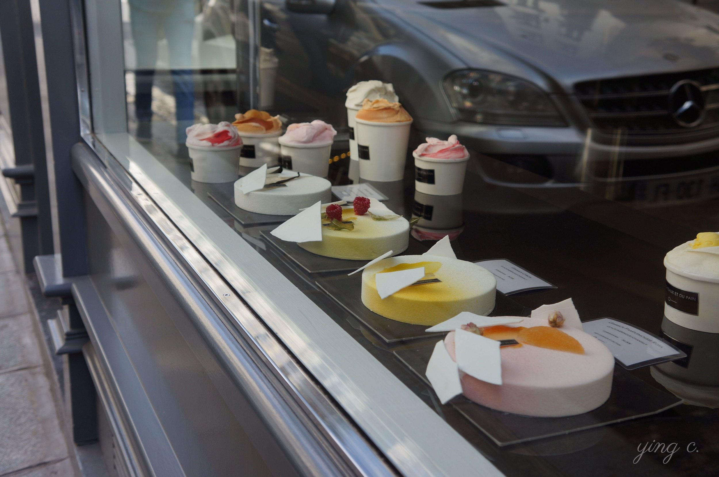 The ice-creams and ice-cream cakes during summer time.  夏天推出的冰淇淋與冰淇淋蛋糕。