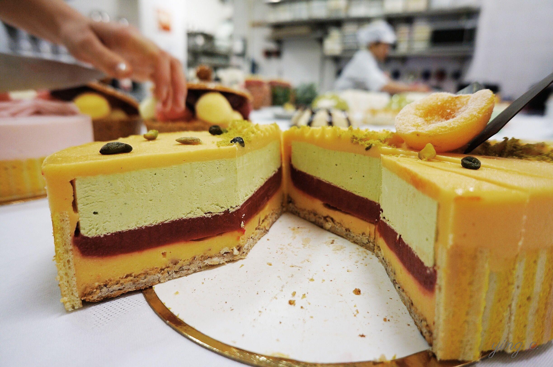 圖1. 在法式蛋糕中,蛋糕體(biscuits)絕大時間都是作為薄薄一層的基底,不會是主體。
