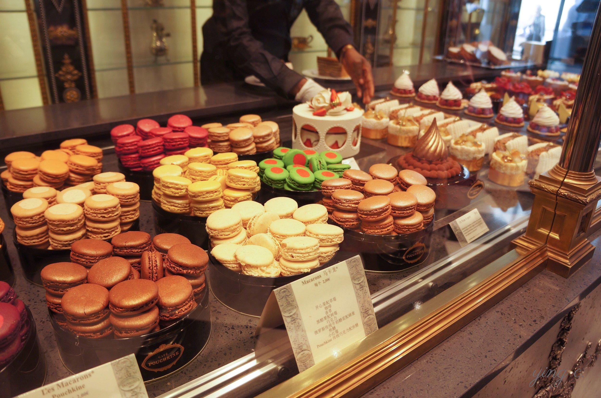 圖2. 位於巴黎春天百貨的普希金咖啡館,也有各式各樣的馬卡龍。
