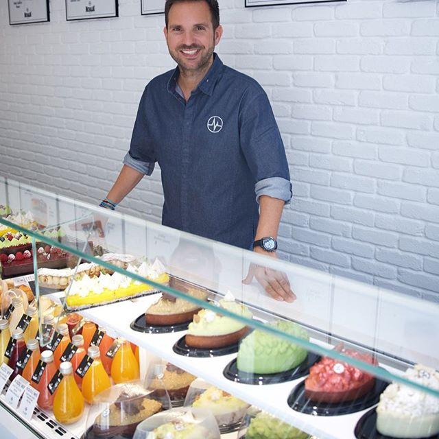 圖8. Michalak 在他的同名甜點店內留影。(圖片來源:Christophe Michalak 的  Instagram 頁面 )
