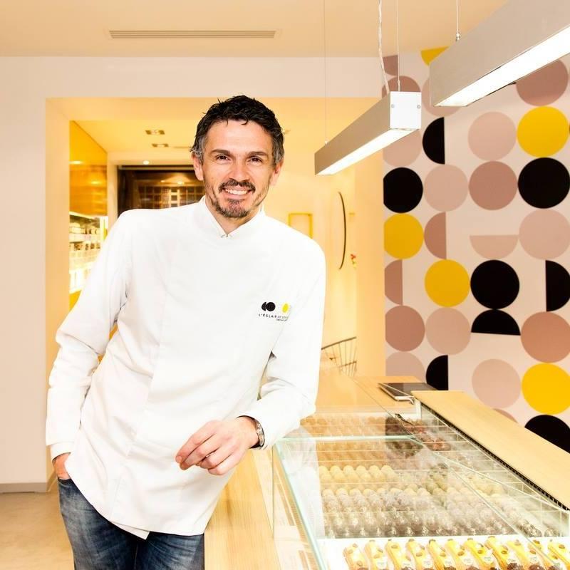 圖1. 以閃電泡芙(l'éclair)征服法國、以至全球的甜點名廚Christophe Adam。(圖片來源: Christophe Adam 的 Facebook頁面 )