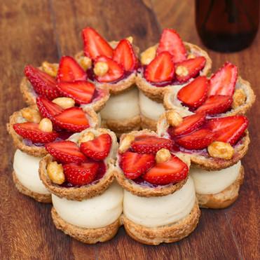 巴黎甜點店  La Pâtisserie des Rêves  的草莓杏仁巴黎・布列斯特泡芙。(圖片來源: La Pâtisserie des Rêves 官方網站 )