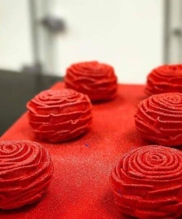 透過擠花技巧呈現栩栩如生柔美花瓣的玫瑰。(圖片來源: 187巷的法式 烘焙/料理 /烹飪教室 )
