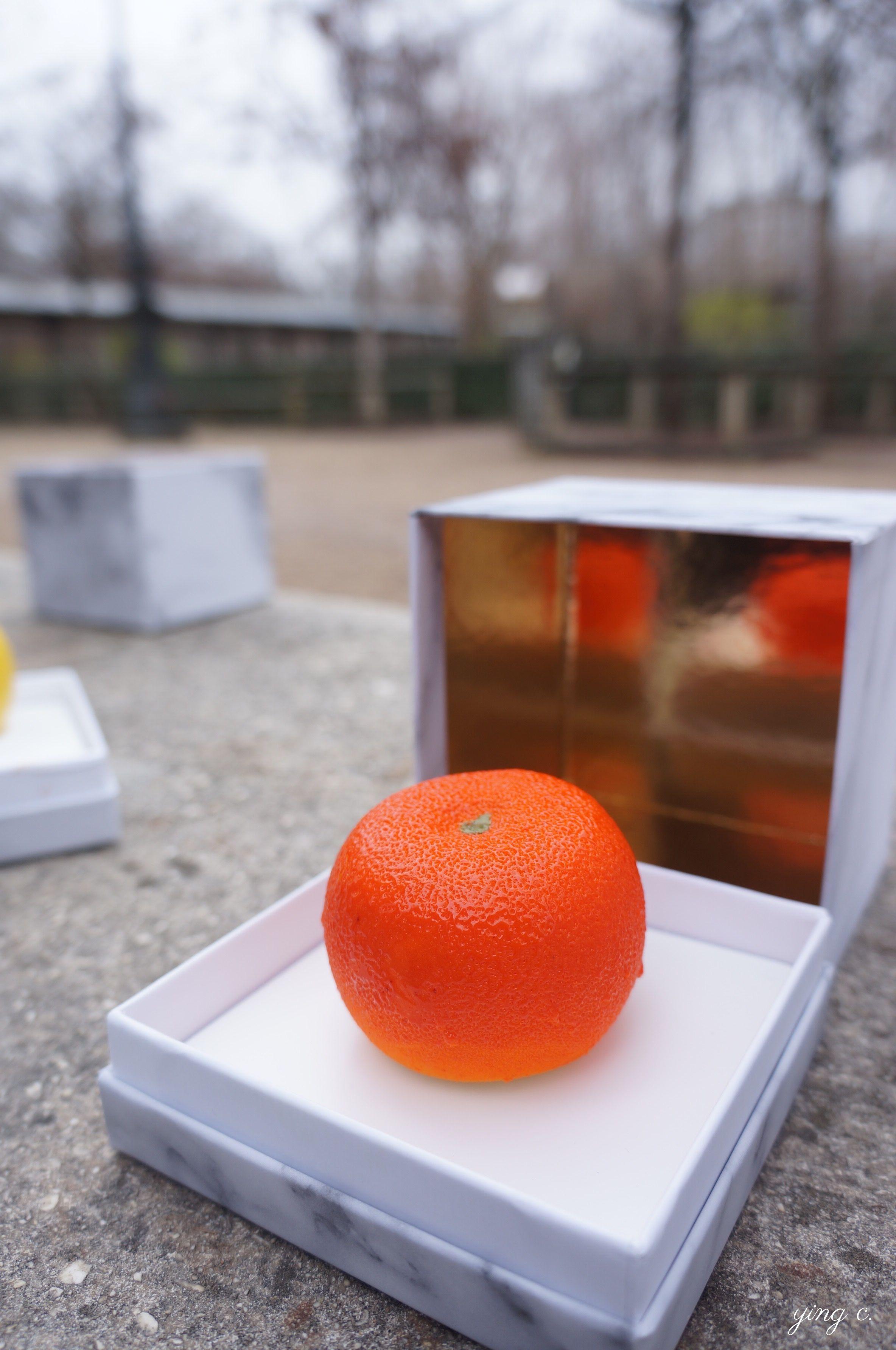 「橘子」(Mandarine)水果雕塑。