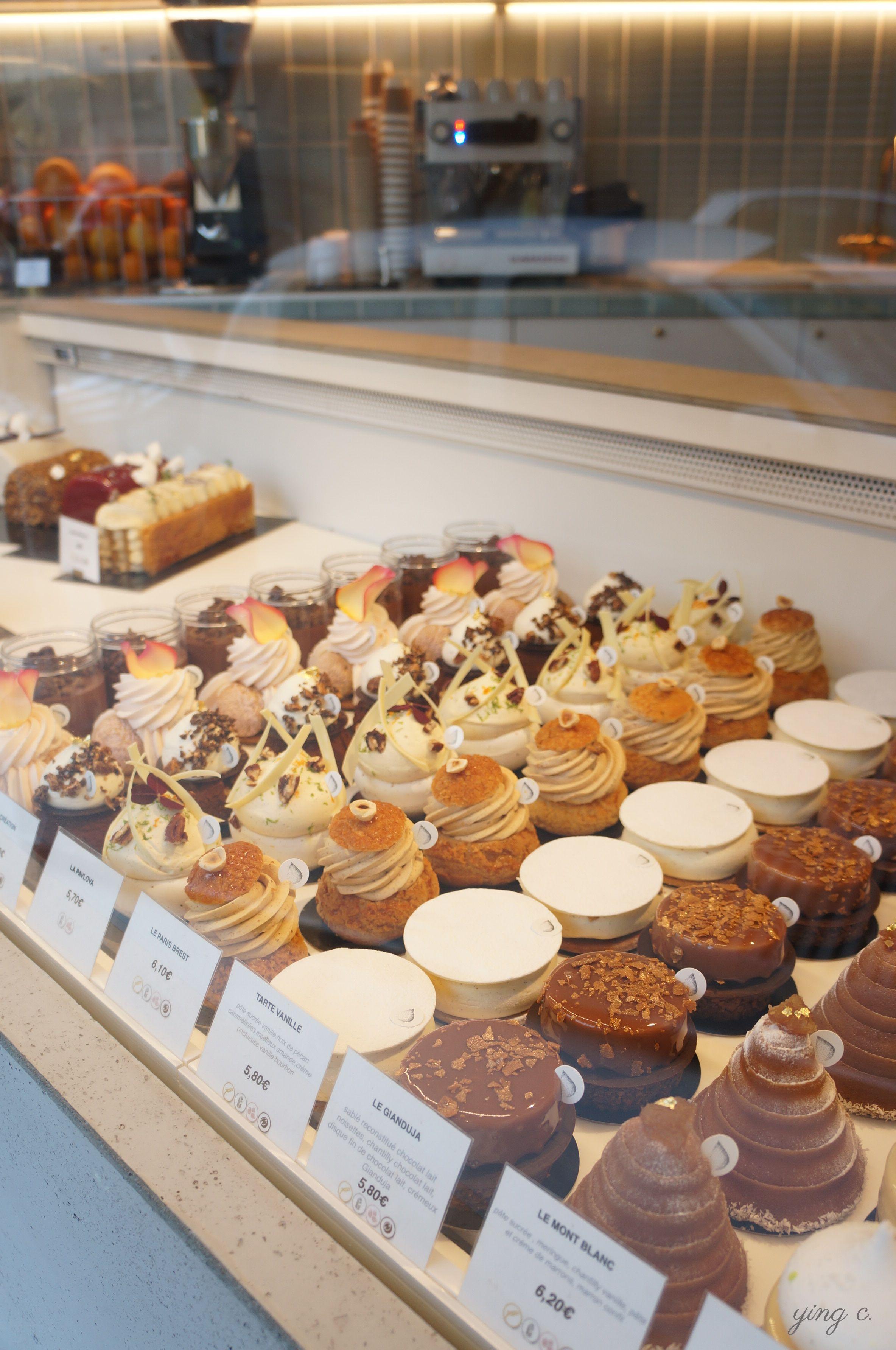 每一個甜點看起來都很誘人,選擇困難症又要發作了。