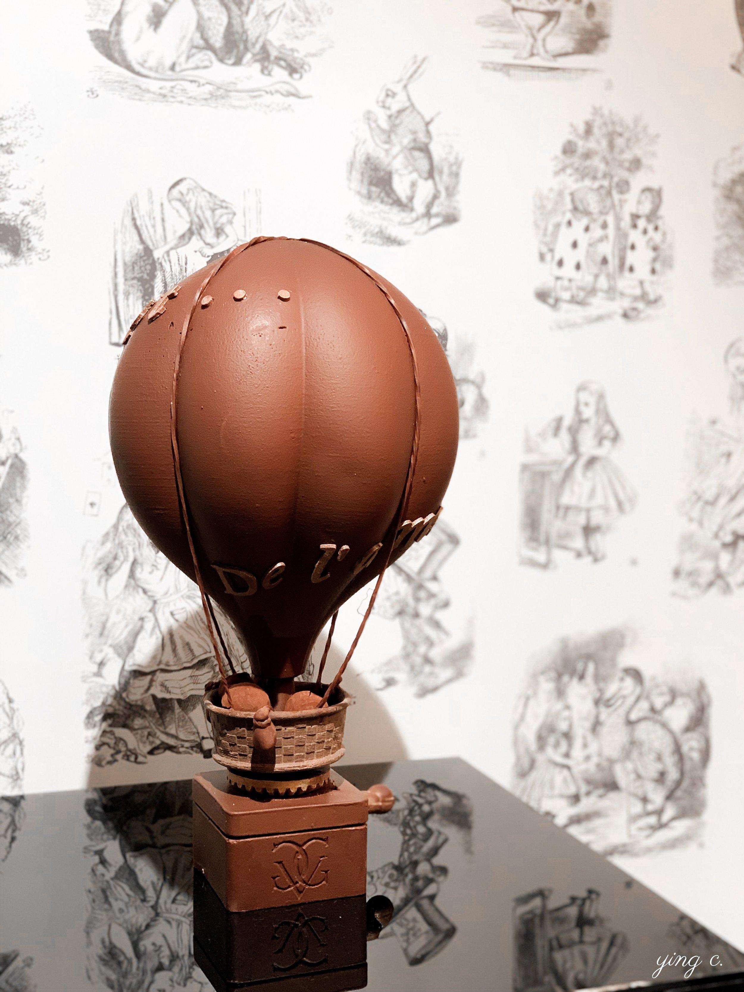 How tempting is this? / 造型精巧的巧克力熱氣球,你是不是也想帶一個回家呢?