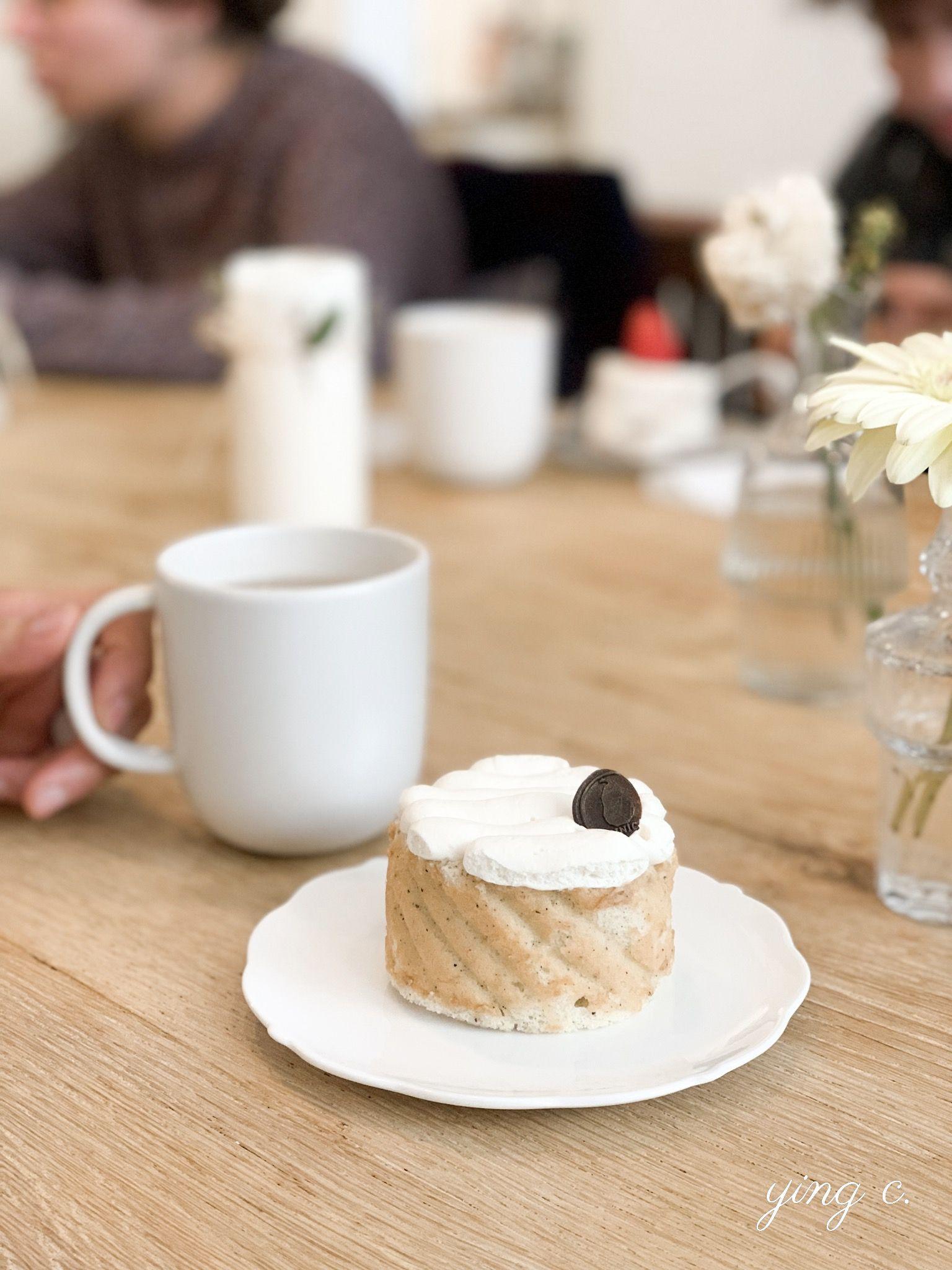 韓國咖啡店BINICI的紅茶口味蛋糕捲(roll thé noir)。
