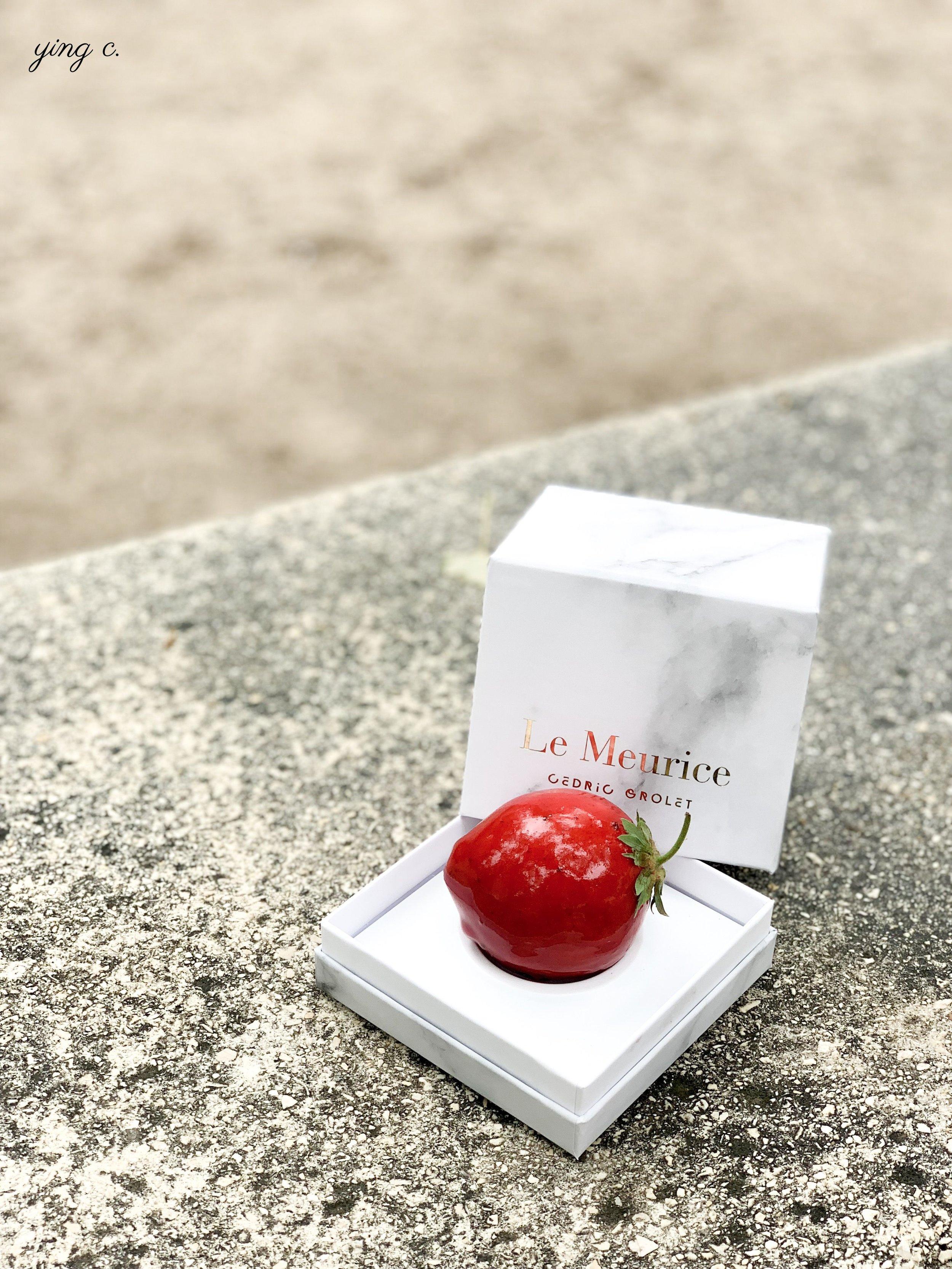 Cédric Grolet 主廚的水果雕塑在全球掀起旋風,到處都能看到類似或相同的作品。圖中為他的「草莓 2.0」(fraise 2.0 )水果雕塑。