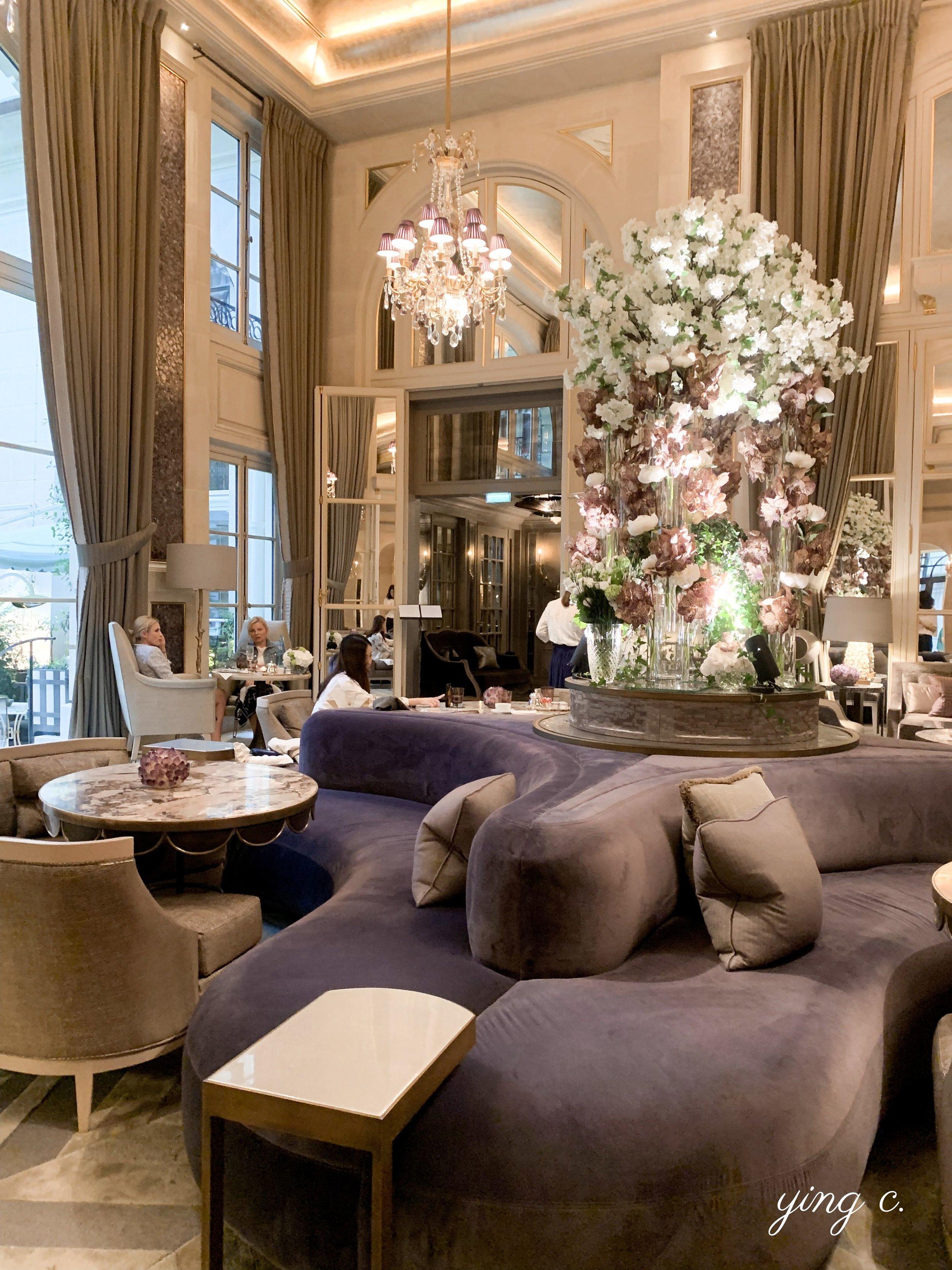 Hôtel de Crillon 內的「冬之花園」( Jardin d'Hiver )下午茶廳,以紫晶( améthyste )和赤鐵礦( hématite )的顏色為裝潢主色系。