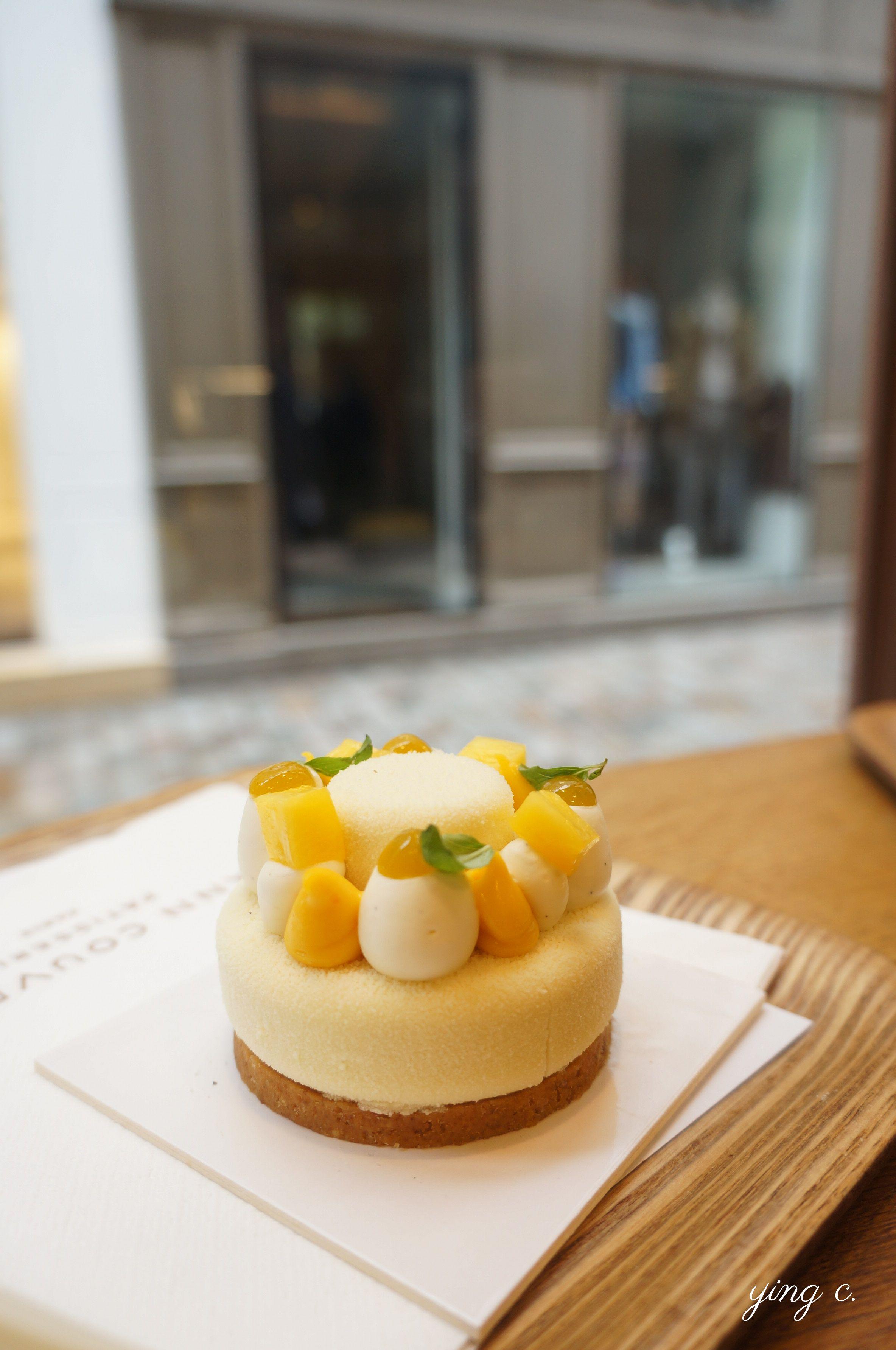 Yann Couvreur 主廚的茉莉花熱帶水果起司蛋糕( Cheesecake Jasmin / Fruits Exotiques )。