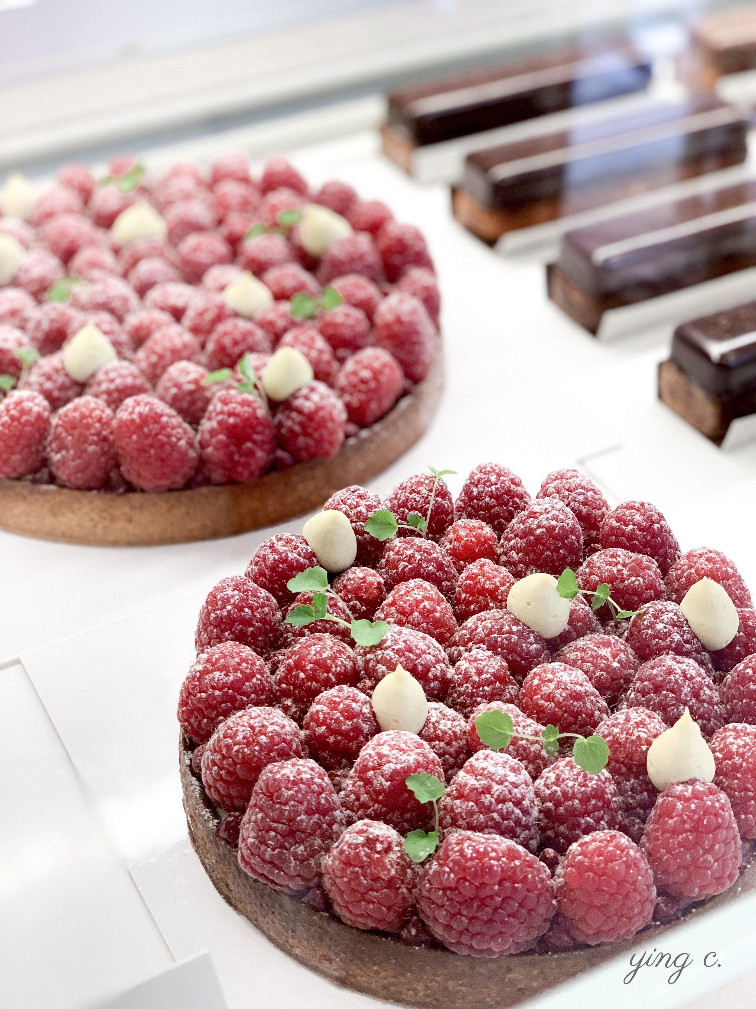覆盆子龍蒿塔( tarte framboise estragon ),是 Yann 的夏季甜點之一。