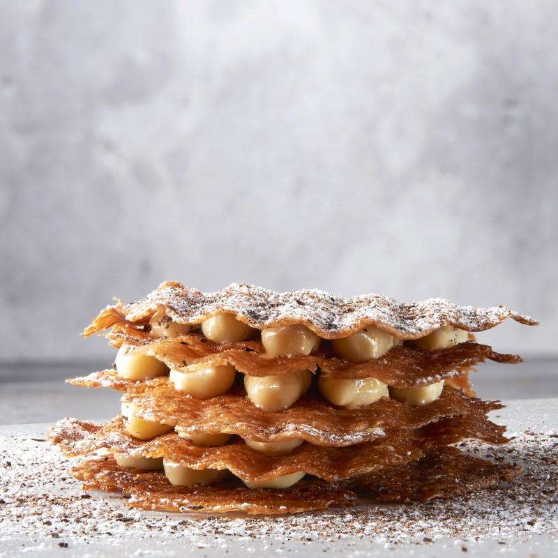 Yann 的招牌甜點「馬達加斯加香草千層派」( Millefeuille à la Vanille de Madagascar ),目前也在他的 甜點店 裡販售。