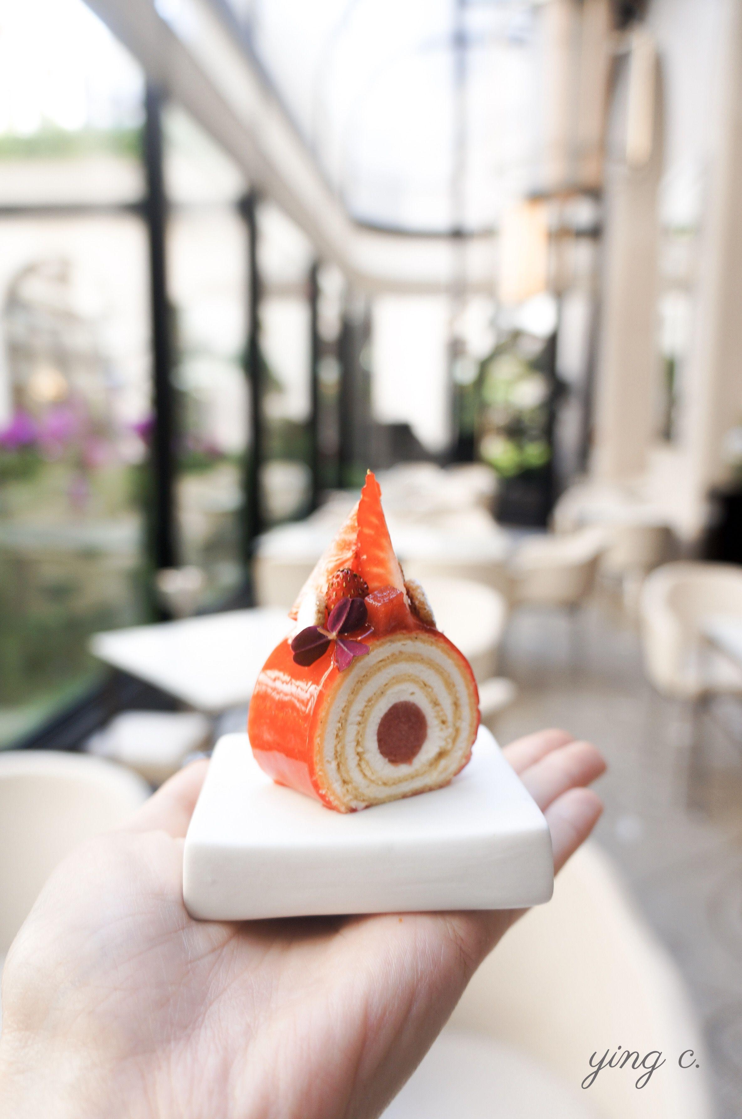 用蛋糕捲方式重新詮釋法式經典草莓蛋糕「fraisier」,小巧精緻的外型讓人忍不住驚呼「kawaii」。