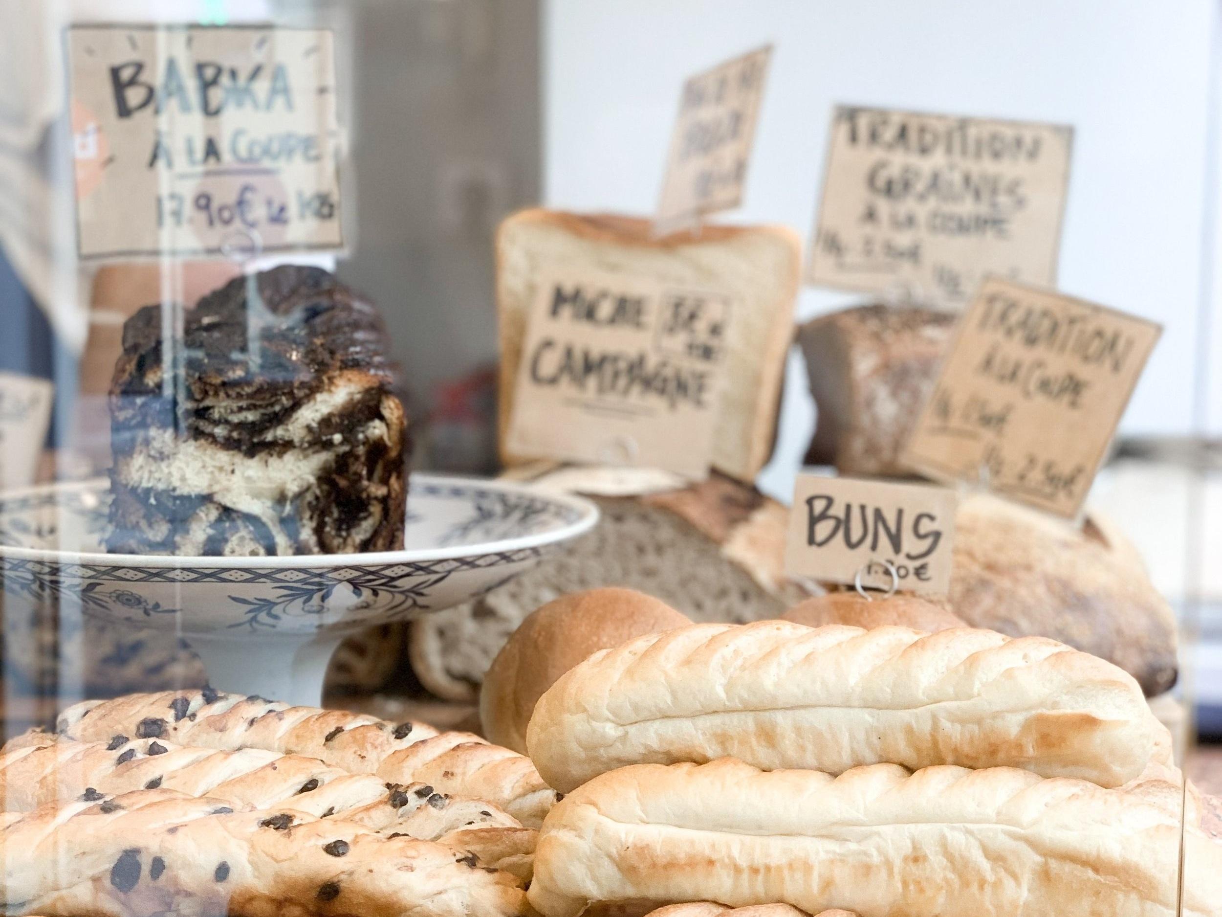 巴黎近年掀起麵包新浪潮,圖中為 Mamiche 麵包店的櫥窗。