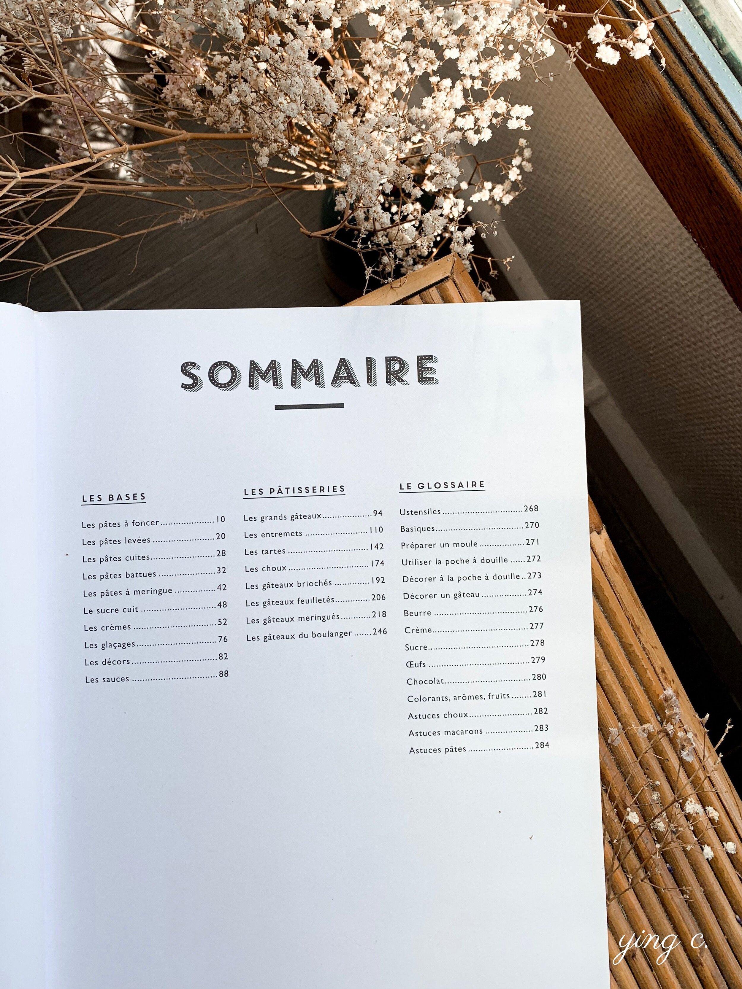 《Le grand manuel du pâtissier》的目錄,左手邊第一欄是基礎元素(les bases)、中間是各種類別的甜點(les pâtisseries)、最後一欄則是索引(le glossaire)。