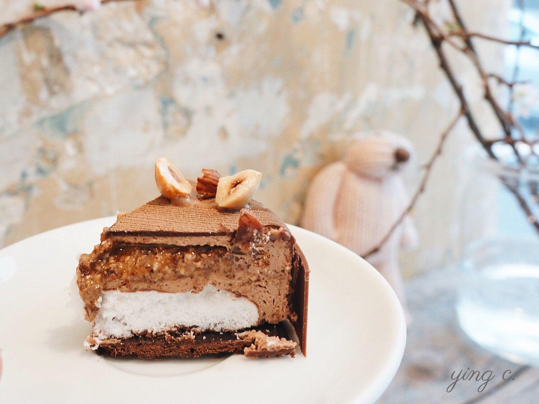 大部分法式甜點都能以一定規則拆解、遵循類似邏輯創作。圖中為  Yann Couvreur Pâtisserie  2019 年的情人節作品「Foxy Valentine's Day」。