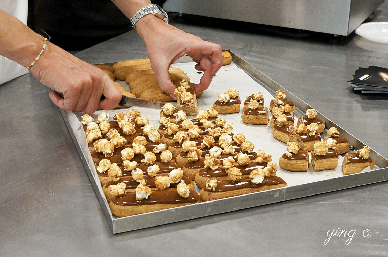 L'Éclair de Génie 的焦糖爆米花閃電泡芙,看似創新,但其實結構只是在傳統的閃電泡芙淋面之上再加上裝飾,和法式甜點的製作邏輯「麵糊+奶餡+淋面+裝飾」完全相同。