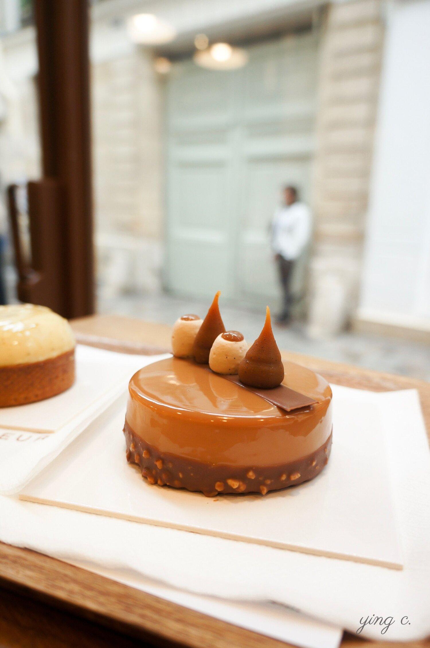 Johan Martin  主廚創作的「100% Caramel」法式蛋糕,外觀和歌劇院蛋糕有顯著差距。