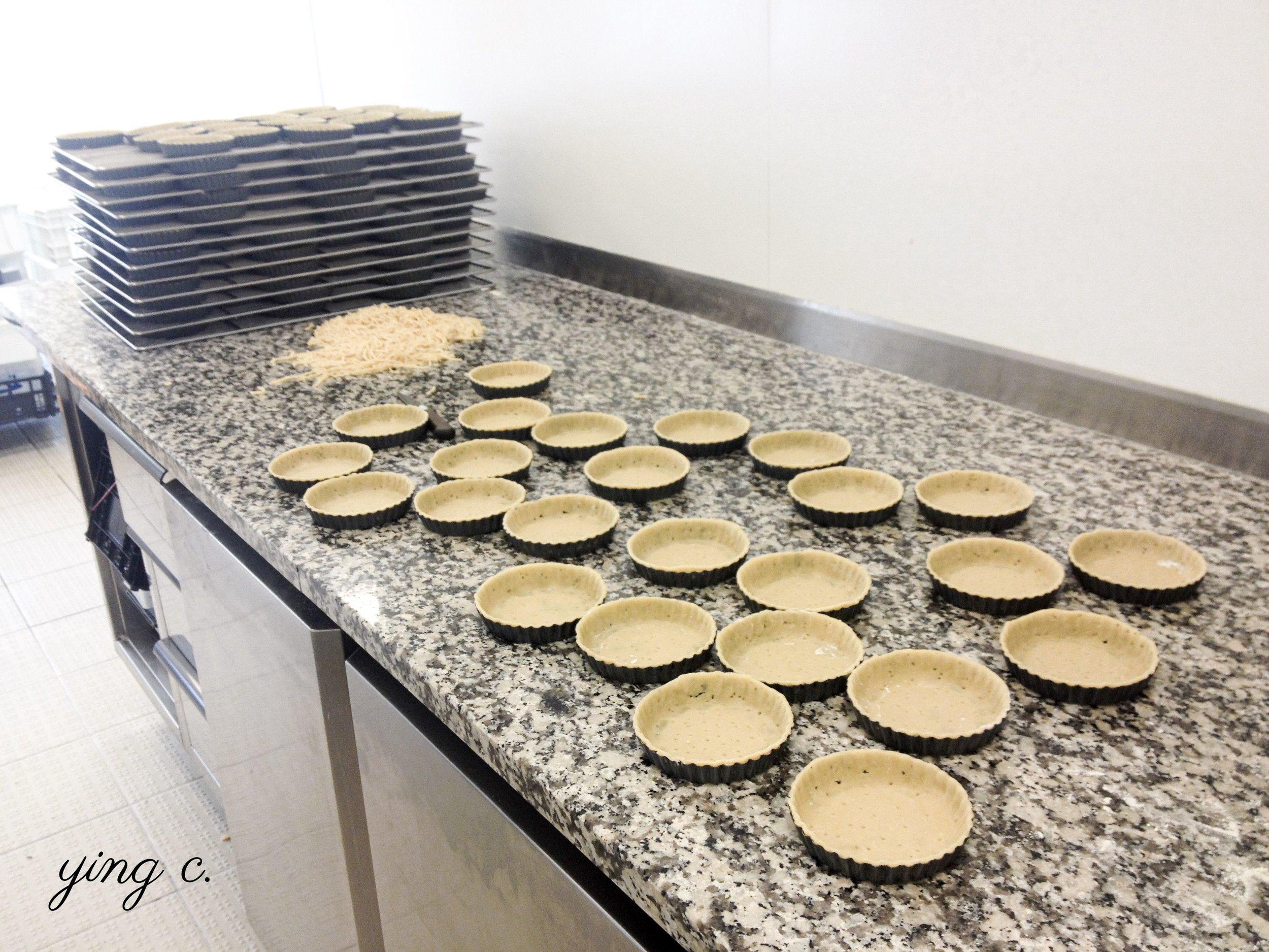 我在巴黎甜點店  Bread & Roses  實習的時候,經常都要負責完成大量塔殼的製作。