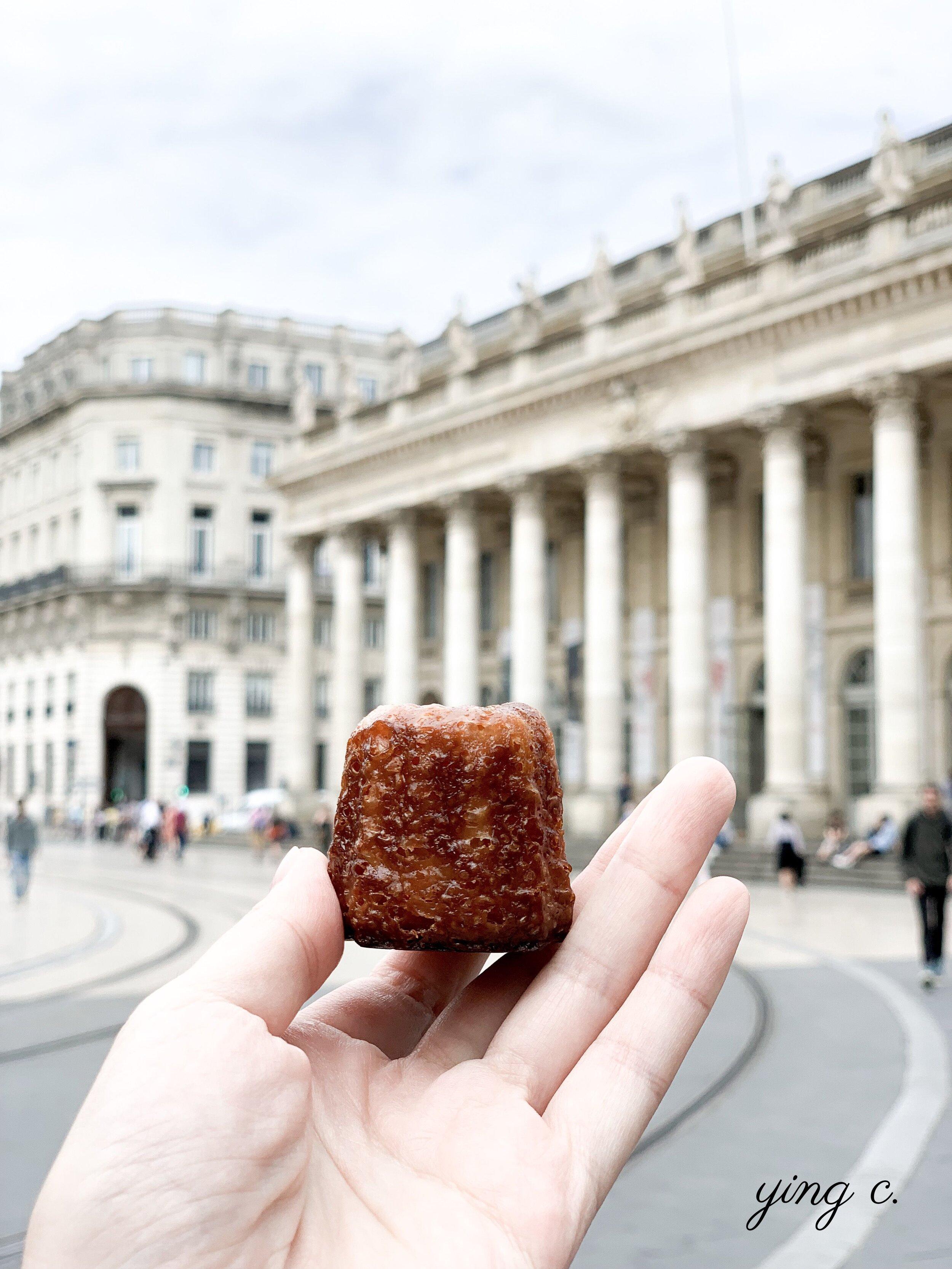 法國波爾多的名產可麗露(canelé),是讓河田主廚重新燃起熱情的甜點。不過因為當時店家拒絕傳授配方,他一直要到數十年之後才真正買到模型、且經過無數次失敗後才成功製作出來。