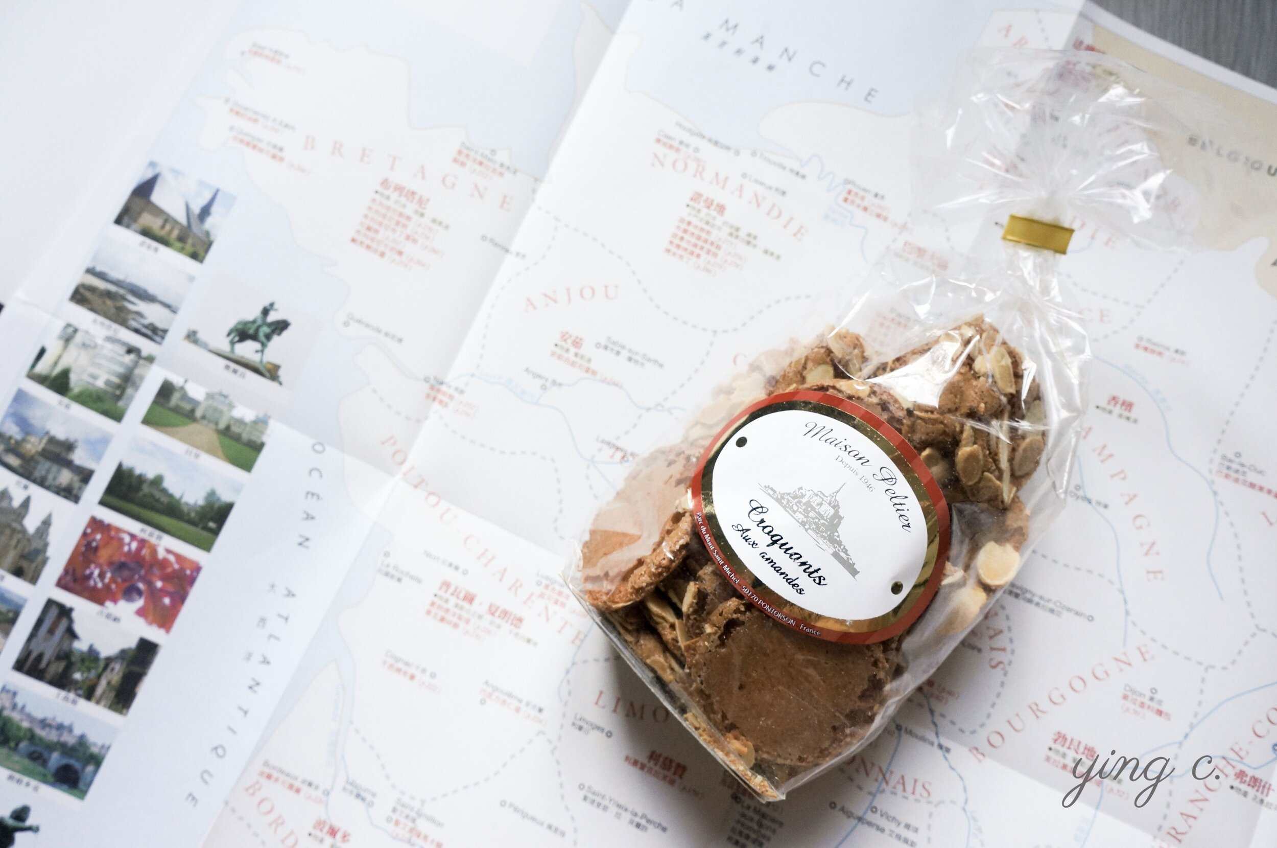 書後附有法國地圖,並分區列出該地鄉土甜點。諾曼地以奶油餅乾和各種蘋果相關甜點出名。照片中是諾曼地聖米歇爾山(Mont Saint-Michel)的特產杏仁酥餅(croquants aux amandes)。