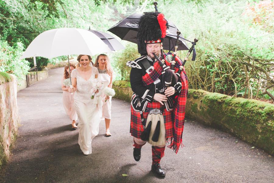 008-edinburgh-wedding-piper.jpg