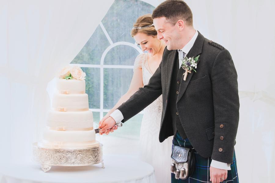 035-cake-cutting-scotland.jpg