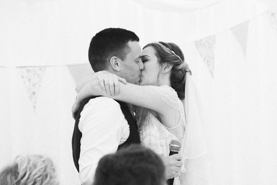 043-wedding-kiss-scotland.jpg