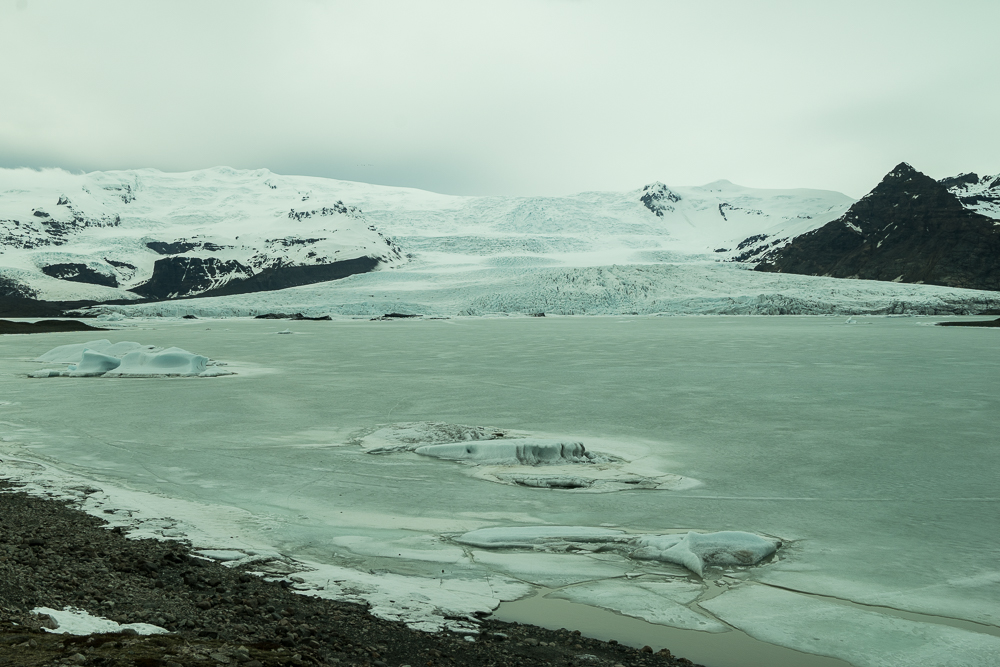 Fiallsjokul Glacial Lagoon: We were the only two people there for over an hour. We could not believe how lucky we were to see this without being surrounded by tourists.