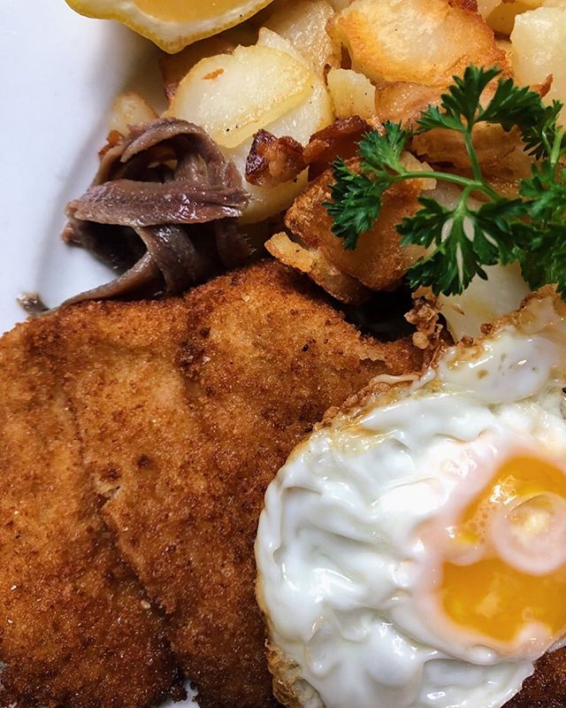 Craving a Schnitzel a la Holstein on a Tuesday afternoon? Good news! We're extending our hours and will now be open for lunch Monday and Tuesday (as well as every other day of the week). Come see us and check out our Oktoberfest preparations!  #germanfood  #schnitzel  #oktoberfestiscoming
