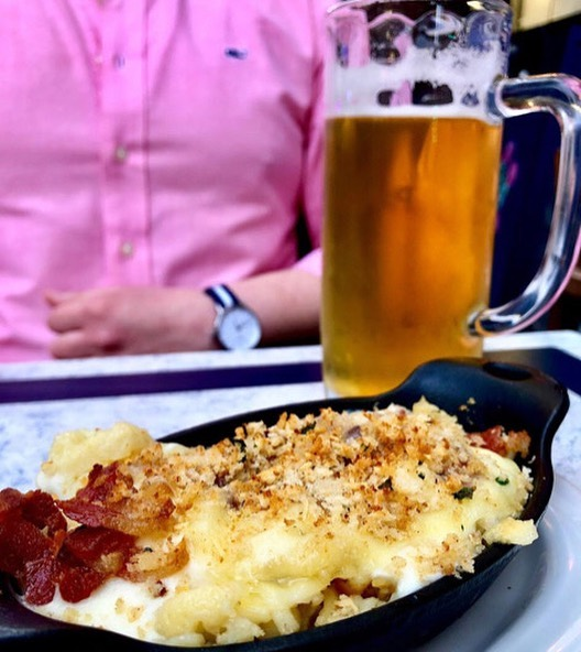 As we know, our weather loves to jump straight from summer to winter, practically skipping fall altogether. So take advantage of our outdoor seating while the nice weather lasts! 🍻 📸: @uptownnycgirl  #germanfood  #käsespätzle  #lecker