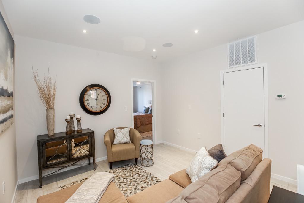 5-Living Room UNIT 1.jpg