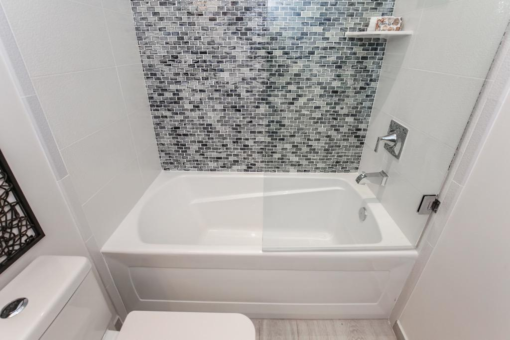 16-Full Bathroom 1 -Unit 1.jpg