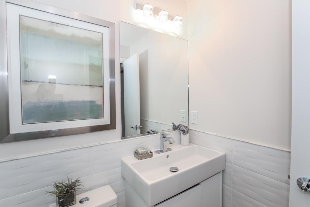 20-Full Bathroom 2 -Unit 1.jpg