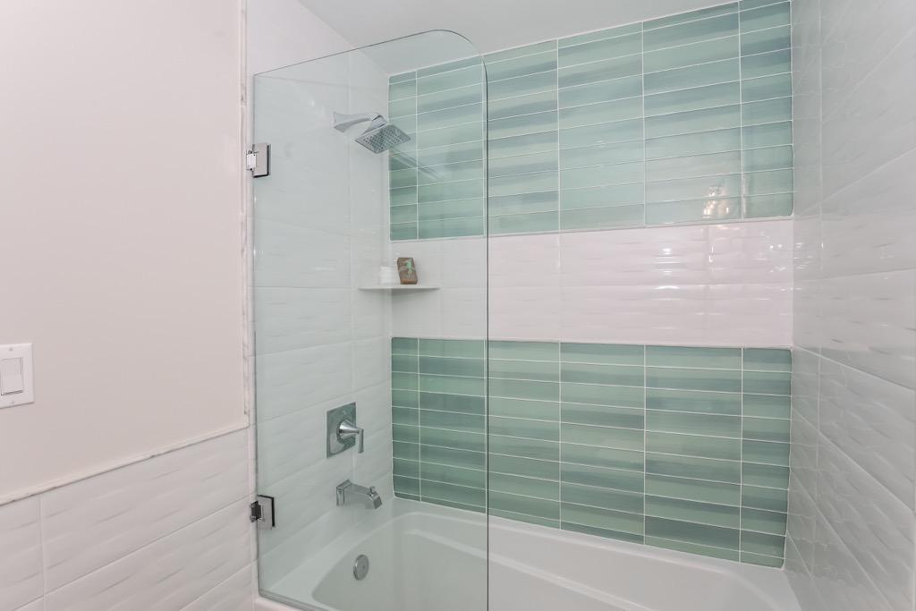 22-Full Bathroom 2 -Unit 1.jpg