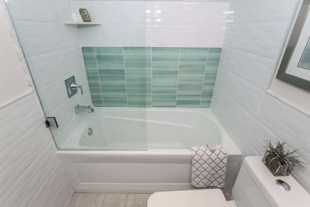21-Full Bathroom 2 -Unit 1.jpg