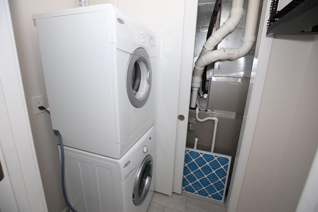 23-Washer & Dryer-Unit 1.jpg