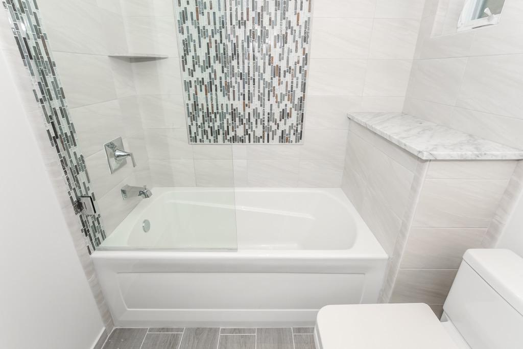 14-Bathroom Master - Unit 2.jpg