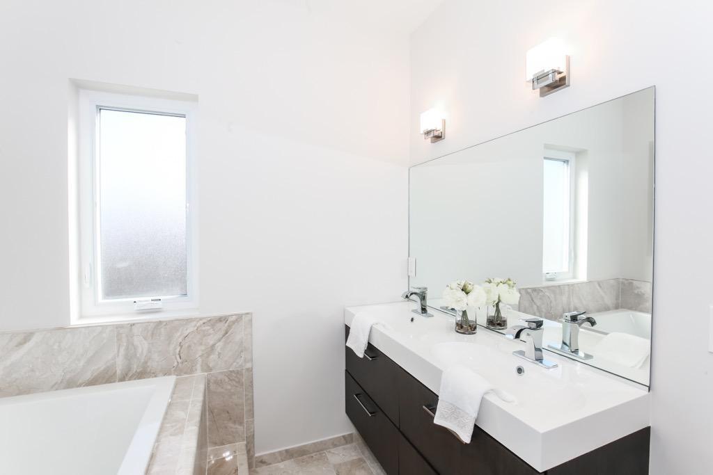 27--Bathroom 1 Master - Unit 4.jpg