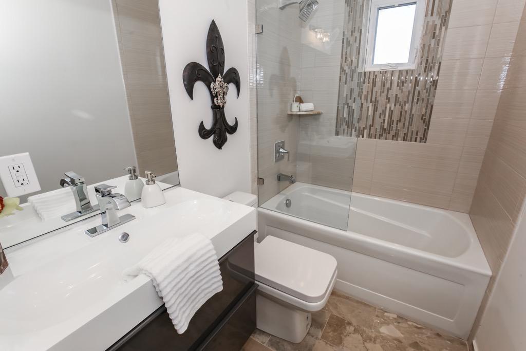 30-Full Bathroom 2 - Unit 4.jpg