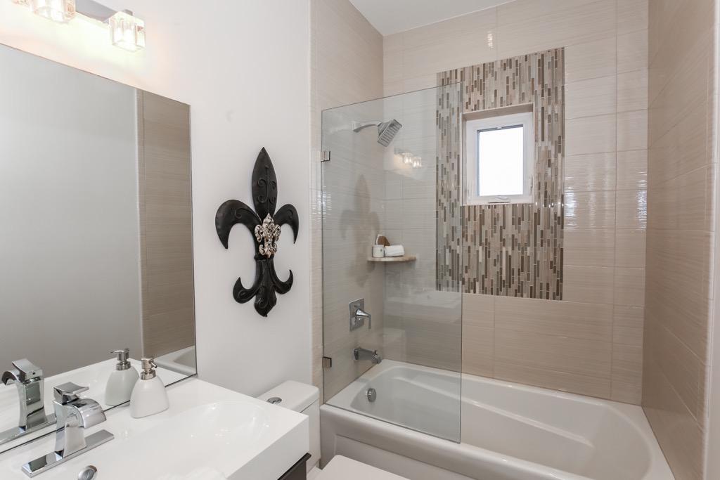 31-Full Bathroom 2 - Unit 4.jpg